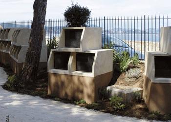 columbarium blanc modèle Tempo au cimetière marin. Stradal
