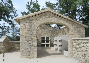 columbarium tempo Stradal au cimetière de Goult dans bâti rénové