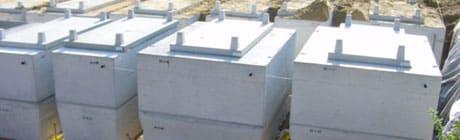 batterie de caveaux monoblocs équipés de dalles à engazonner pour cimetière paysager Stradal